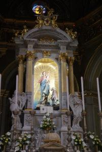 Tempietto con statua della Madonna della Guardia della basilica del Santuario della Madonna della Guardia di Genova